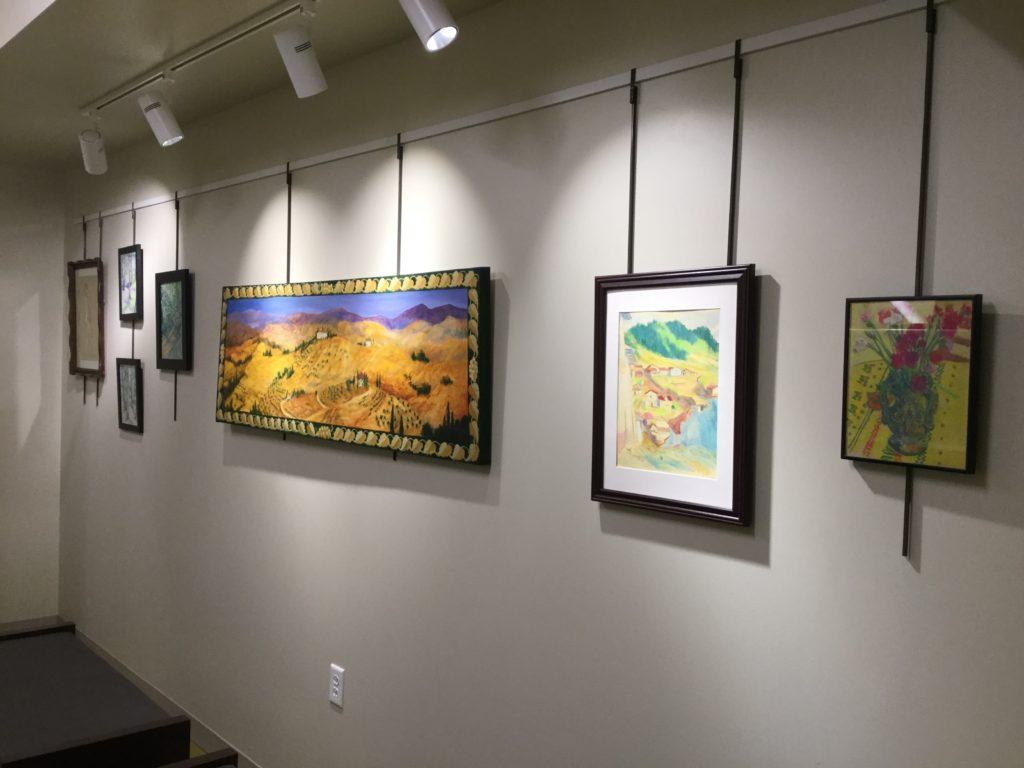 wide shot of gallery
